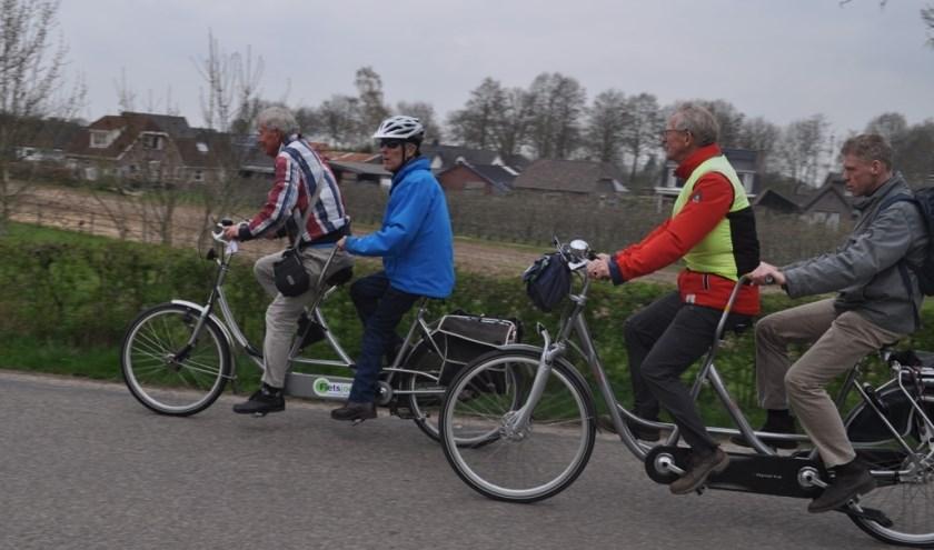 Twee keer per jaar maken de Gilderijders gezamenlijk een fietstocht, een keer in de winter, zoals op de foto, en een keer in de zomer.