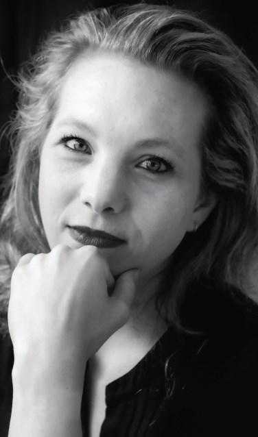Auteur Rianne van Dort uit Zwijndrecht. Foto: PR Boekscout.