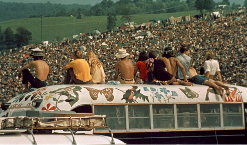 De documentaire van regisseur Michael Wadleigh  over Woodstock duurt 3 uur en 44 minuten.