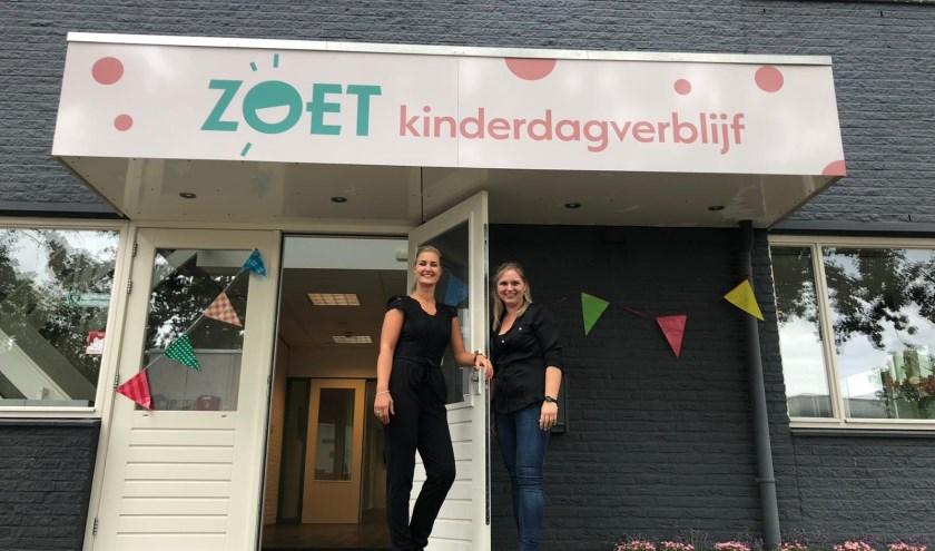 Josina van den Bosch (l) en Janneke Smit uit Veenendaal werkten vele jaren als collega's in kinderdagverblijven. Sinds vorige week hebben ze officieel hun eigen onderneming. Die is strategisch gelegen op de route naar de snelweg. (Foto: PR)