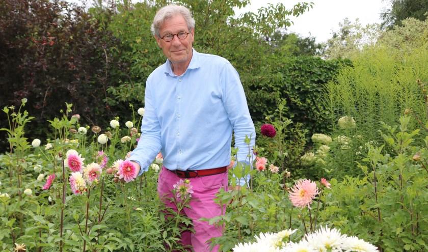 """Henk van Dort : """" De zorgtuin is eigenlijk voor iedereen, laten we er ook van genieten."""" (Foto: Arjen Dieperink)"""
