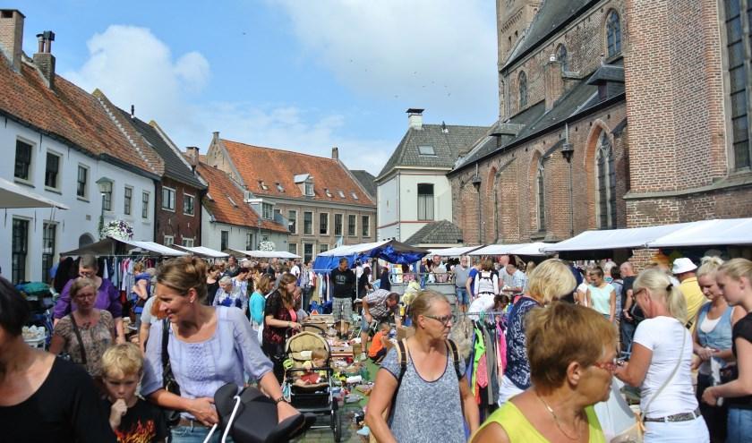 Jaarlijks weten tienduizenden bezoekers de weg te vinden naar de binnenstad van Hattem voor de grootste rommelmarkt van de Veluwe.