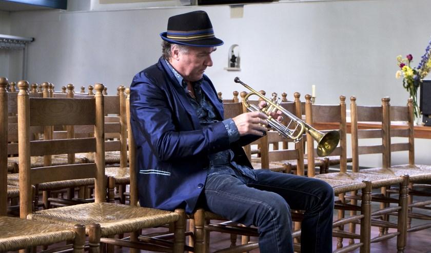 Jeroen Zijlstra is bekend om zijn Nederlandstalige jazz en toert daarmee door het land. Nu zoekt hij nog een Nederlandse naam voor 'jazz'. Suggesties zijn welkom voor de Boeskool is Lös. Foto: Anne van Zantwijk