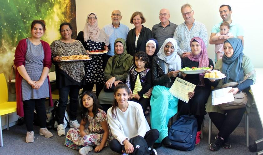 De cursisten en docenten van de Zomerschool 2019 na de uitreiking van de certificaten. FOTO: Els van Stratum