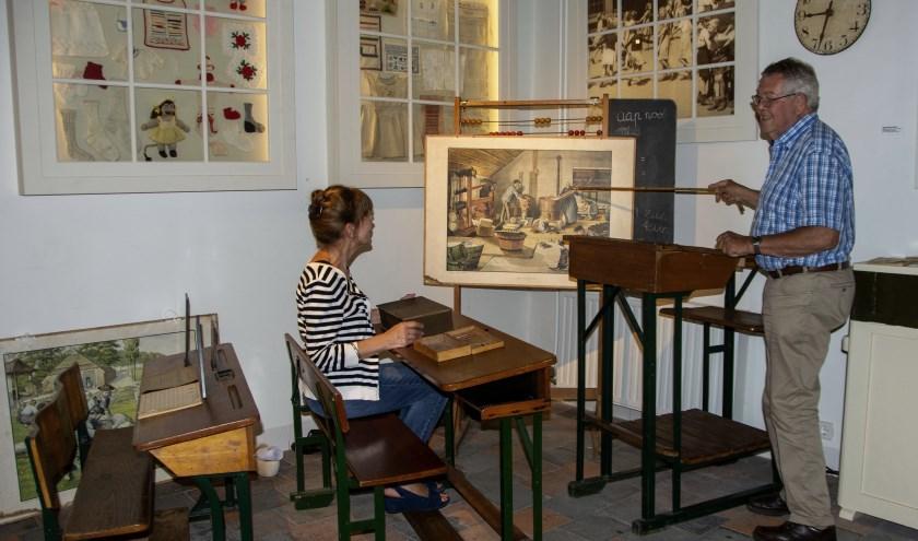 In de themaruimte van het Veluws schooltje uit 1925 leren we alles over de schooltijd van toen.