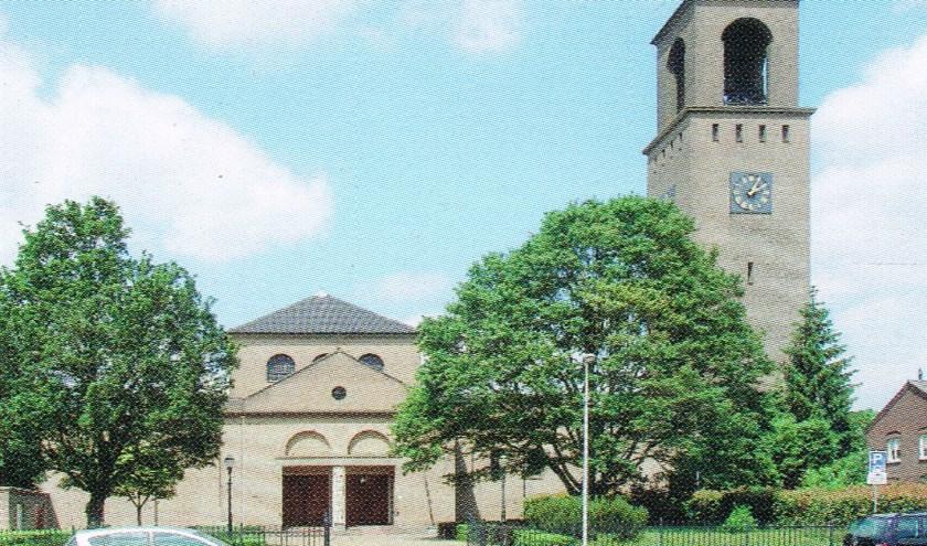 Zicht op de kerk vanaf de Nieuwkuijksestraat. Foto: Nico de Bont