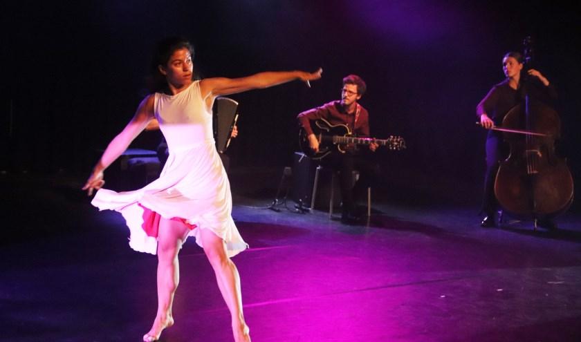 De danseres demonstreerde de tango op eigen manier in de Gelderlandfabriek te Culemborg