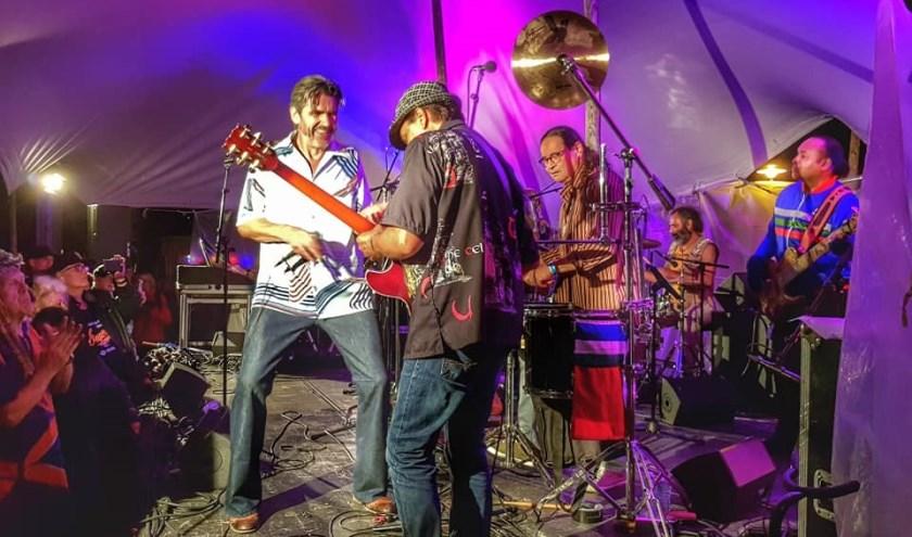 Zelfs het regenachtige weer werkte mee aan de unieke Woodstocksfeer.