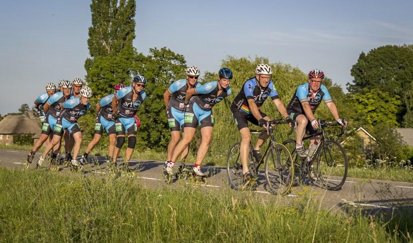 Ze gaan met plezier en passie 'voor het geld': Henk, Johan, Boudewijn, Nico, Bram, Jenice, Jaap, Henk, Wim, Gerard, Johan, Peter en Bertine.