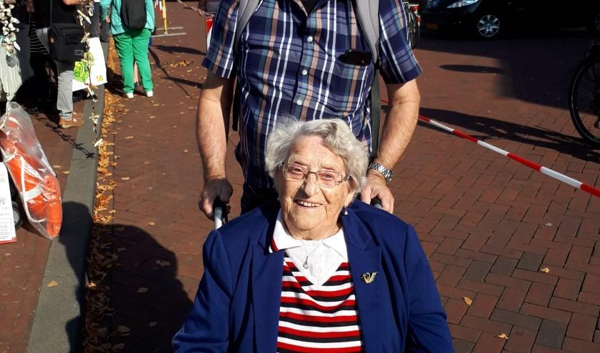 1e buddy Ben Burger en mw. Van der Heiden, de 1e dame die met veel plezier deelnam aan het buddy-systeem van het ShantyFestival Spijkenisse