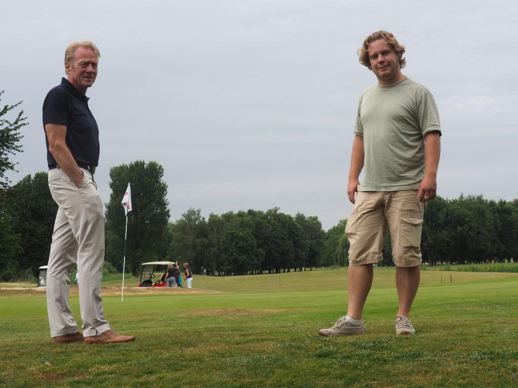Harrie Besselink (links) en Nick Hofland op Golfbaan Welderen. Foto: Ellen Klaasse-Derks © DPG Media