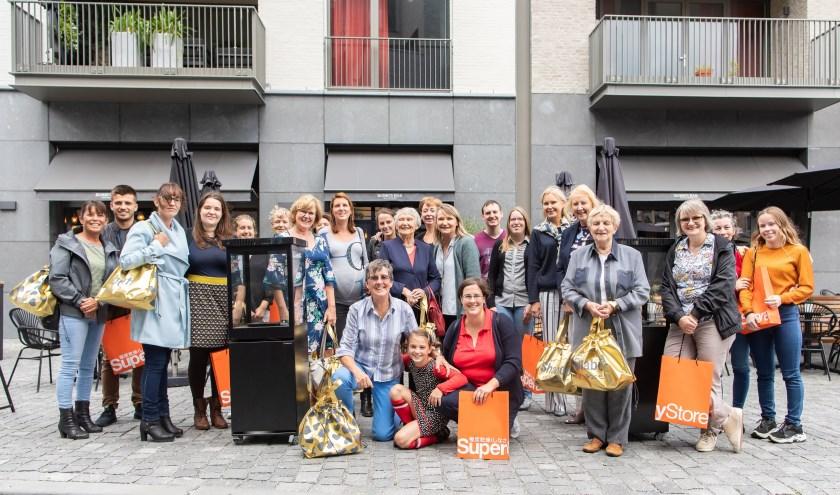 De vijftien winnaars van de Moederdagactie van Citymarketing Breda werden op donderdag 15 augustus, de feestdag van Maria Hemelvaart, in Breda in het zonnetje gezet. FOTO: LARS DE NIJS / WILDSCHIETERS