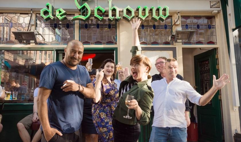 We vieren het eerste lustrum van de Rotterdammer van de Week in de Witte de Withstraat. Op de voorgrond Rachid Benhammou en Cathelijne Beijn, voormalig en toekomstig Rotterdammer van de Week.