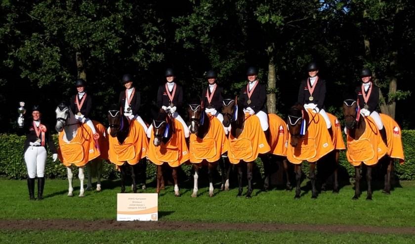 Dit team is zaterdag 24 augustus Nederlands Kampioen geworden. (Foto: Petra Kippers / Eschruiters Wierden)