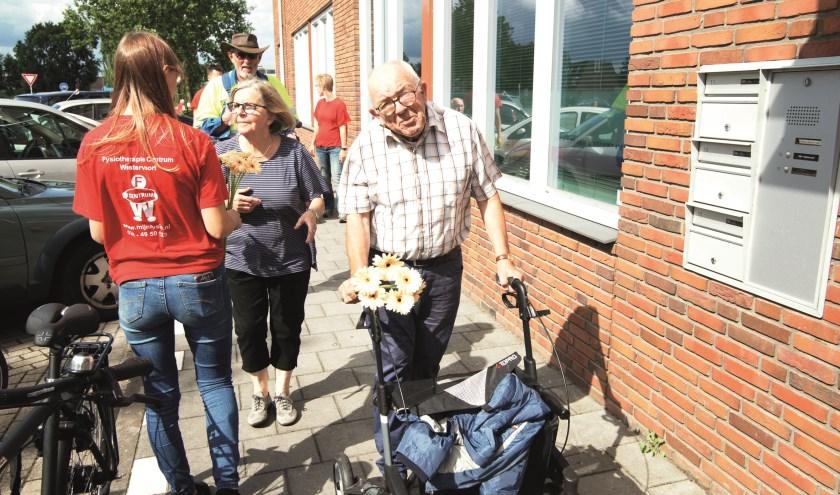 Bij de afsluiting van de Senioren Wandel 3 daagse op donderdag waren er bloemen voor alle deelnemers.