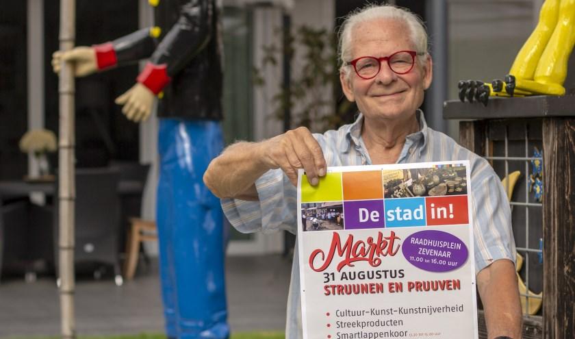 Herman de Bruin kondigt met trots de tweede editie van de streekmarkt aan. (Foto: Bas Bakema)