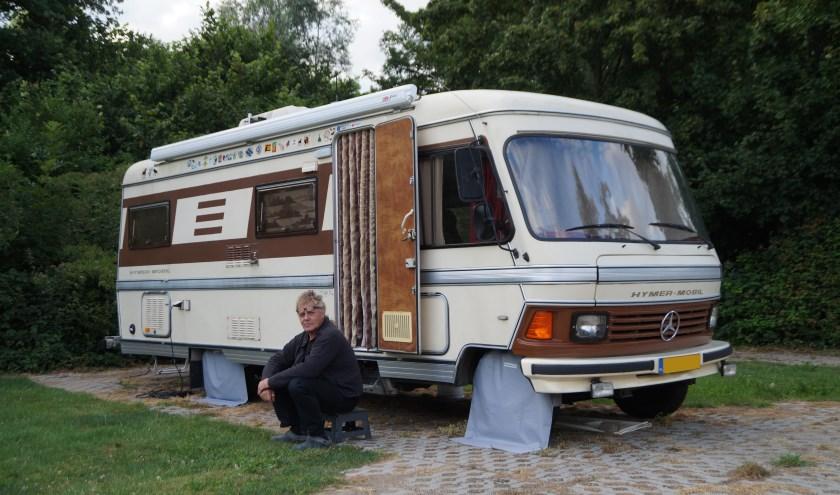 De 67-jarige Han Monkhorst campeert op Het Uilennest zodat hij in de buurt is van zijn dochter.