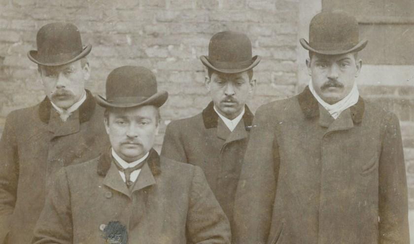 De Daltons kennen we vooral van Lucky Luke. Een vergelijkbaar clubje is in 1905 ook in Breda actief. Maar dan wel met bolhoed en zachte g.