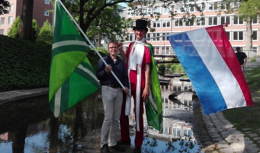 Josef Räkers (links) en Henk Koskamp (rechts) willen samen vanaf het Berkelfestival naar de bron van de Berkel wandelen.