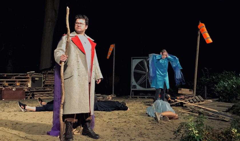 Een scene uit het nieuwe stuk van Toneelvereniging De Speledonckers.