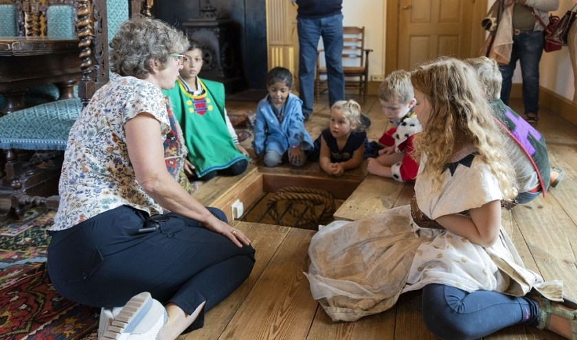 In de zomervakantie zijn er wekelijks rondleidingen voor kinderen door kasteel Ammersoyen.