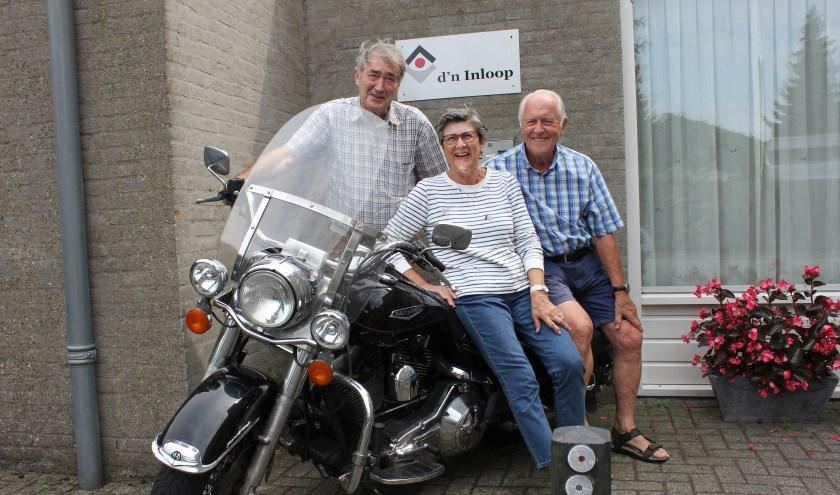 Gerard, Liesbeth en Herman van BRES Berlicum vieren met de overige bestuursleden en alle leden dit jaar het 60-jarige bestaan. Foto: Wendy van Lijssel