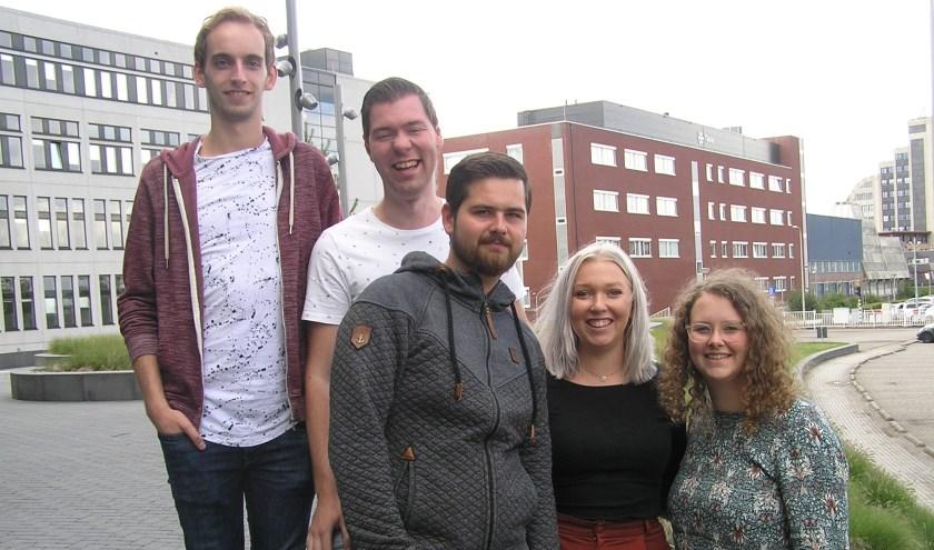 V.l.n.r. Floran, Raoul, Dominique, Annouk en Maaike. Op de foto ontbreken Simona, Ismail en Vincent.