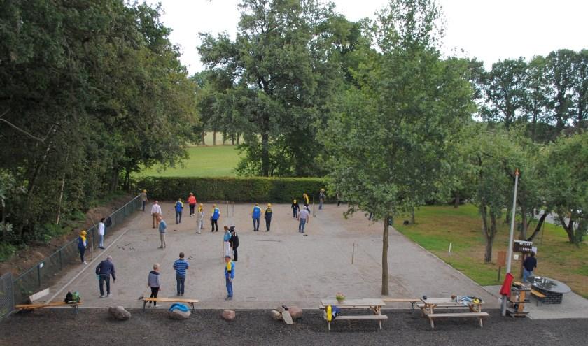 Jeu de boulesvereniging De Lutte is na een jaar op de nieuwe stek nog steeds tevreden. Iedereen is welkom eens te komen kijken.