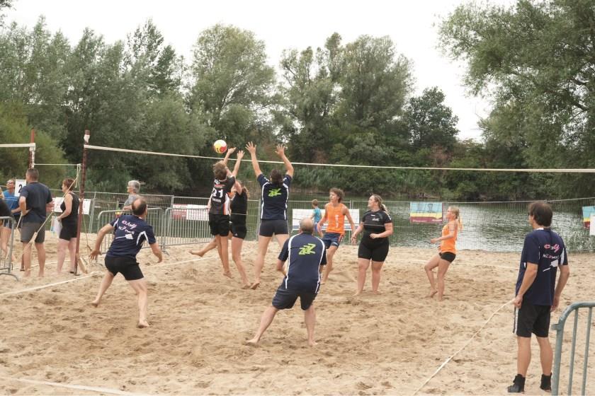 Het jaarlijkse beachvolleybaltoernooi van Actief'81 wordt zaterdag en zondag gehouden in openluchtzwembad De Waay.