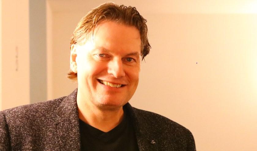 Presentator Eddy van der Ley.