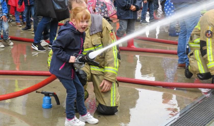 Deze dame is nog iets te jong om zich aan te melden bij de brandweer Twente. Dat komt later vast wel.