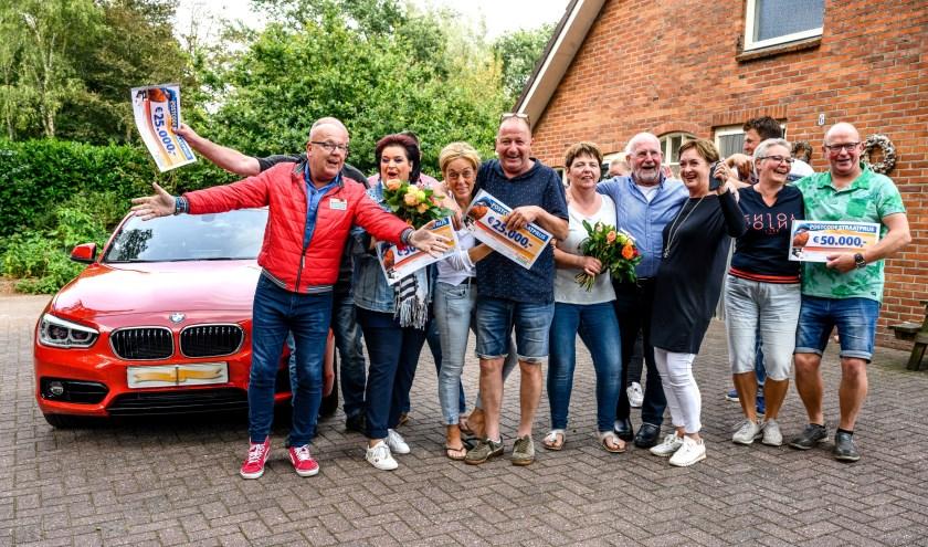 Feest in Saasveld: drie winnaars krijgen 50.000 euro, twee winnaars 25.000 euro en een winnaar 12.500 euro. Onder de winnaars van deze Straatprijs is tevens een auto verloot.