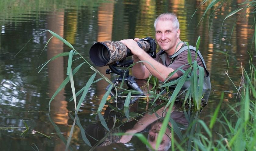 Natuurfotograaf Han Bouwmeester is in de wereld is van de fotografie heel bekend. In het Natuurmuseum zijn mooiste platen. (Eigen foto)