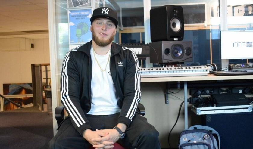 Ooit was Luc Priester fotomodel. Het leven als rapper Boom Down is hem echter meer op het lijf geschreven.