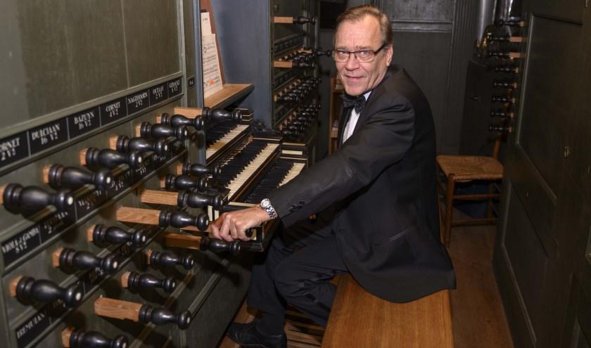 Naast het spelen van de beroemde orgelliteratuur is Everhard Zwart altijd op zoek naar nieuwe, goed in het gehoor liggende orgelwerken. (Foto: Arie de Korte)
