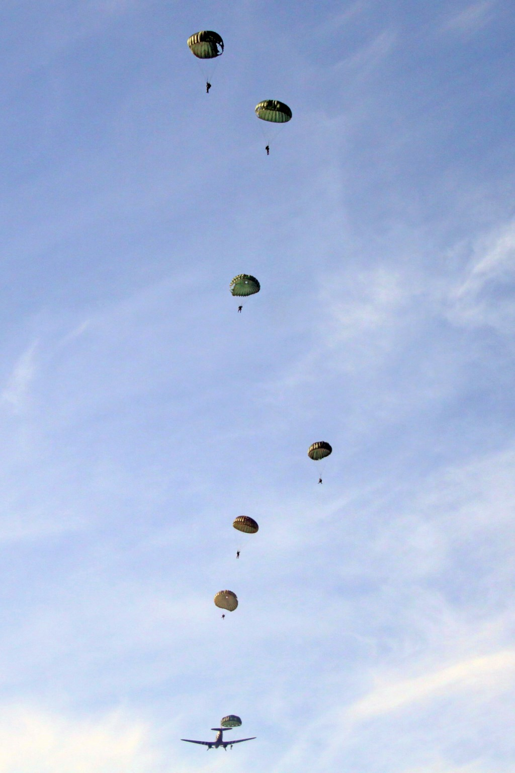 Foto: Lars Schwachöfer / Parachute Group Holland © DPG Media