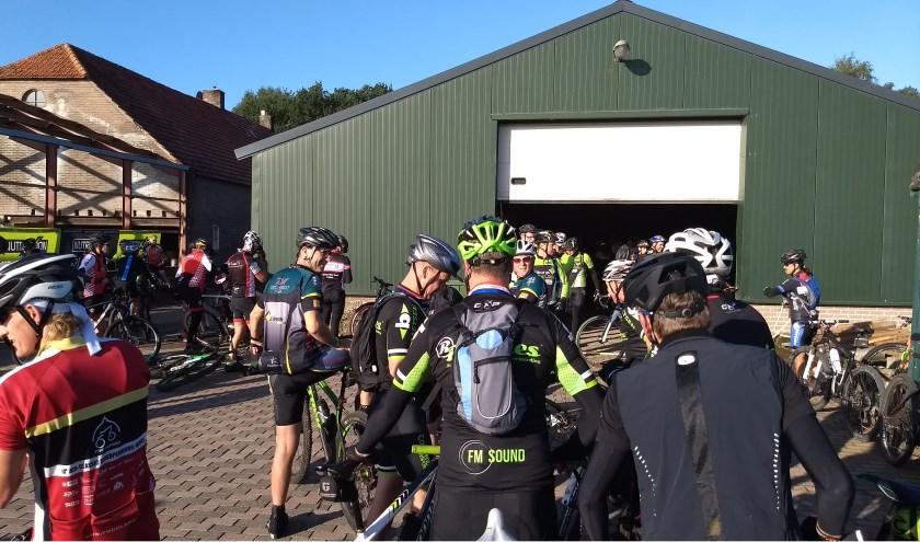 Op de eerste zondag van september ontmoeten veel mountainbikers elkaar weer voor de Eiertocht bij De Grijze Steen in Casteren