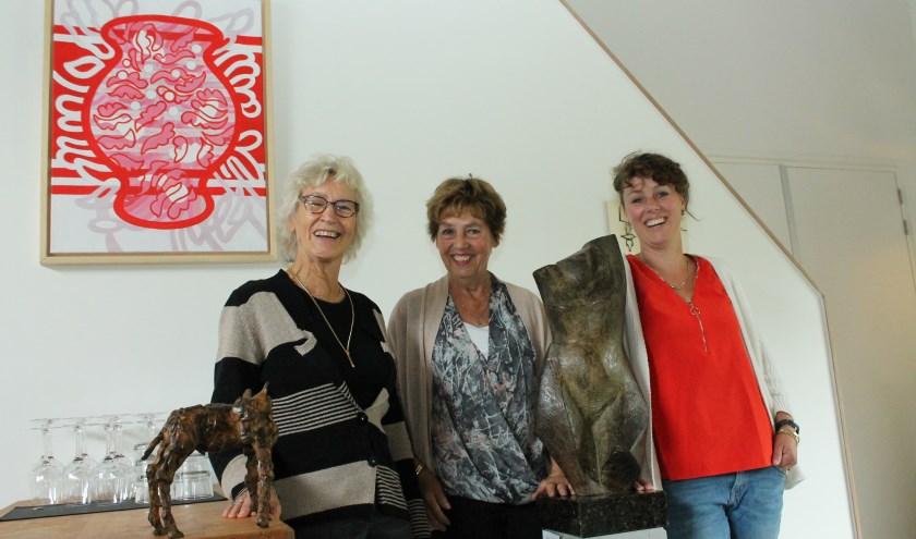 Jenni van Geest, Ingrid en Ivonne Bom exposeren in 's-Gravenhoek. FOTO: Leon Janssens