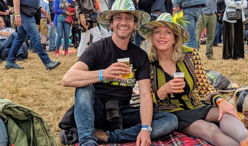 Marijke Terpstra, samen met haar man bij een van de openluchtconcerten. (Foto: Eigen foto).
