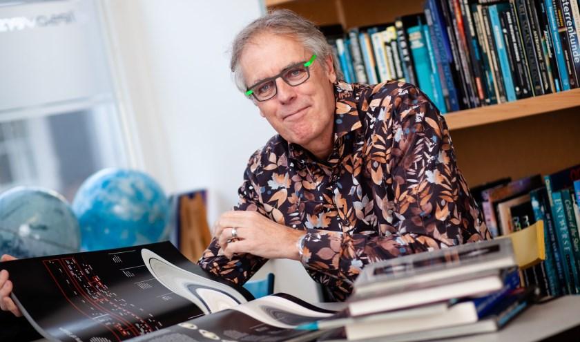 Govert Schilling, de bekendste sterrenkundige van Nederland. Op vrijdagavond 4 oktober komt hij naar Zierikzee. FOTO: Esther van Berk