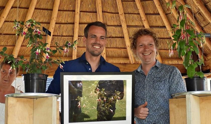 Wat zijn ze trots: Wout Brama en Thijs Kemperink hebben allebei een fuchsia naar zich vernoemd gekregen.