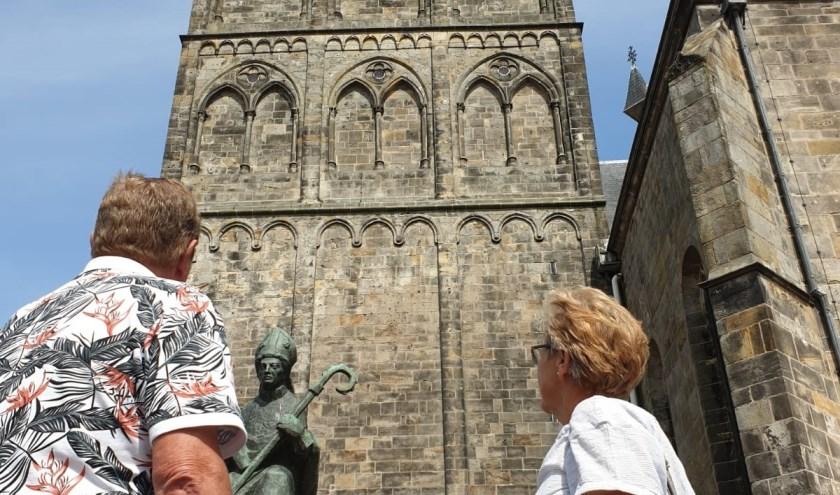 Meneer en mevrouw Hakhoff uit Vlaardingen wilden graag vertellen over hun ervaringen met Oldenzaal, maar ze wilden niet duidelijk in beeld. Vlaardingers zijn gesloten mensen, verklaarden ze.