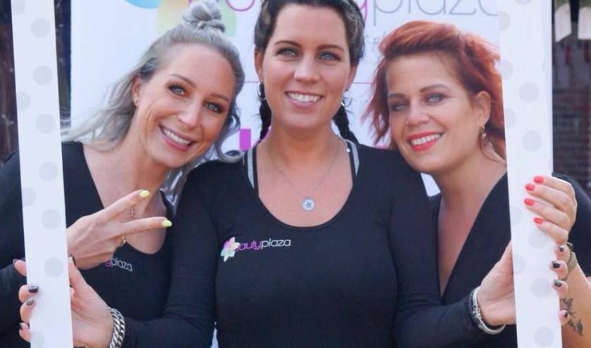 Lotte Veltman - Veenbrink, Sandra Vermeulen en Charlotte Blom zetten zich graag in voor Stichting Haarwensen.