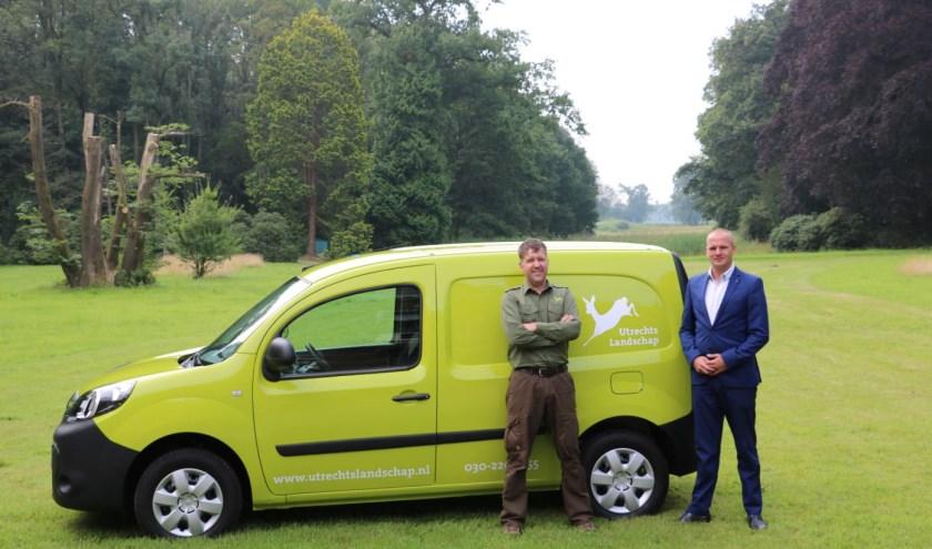 De nieuwe elektrische auto van boswachter Joris en Jeroen Hogenstijn van Stam Renault dealers