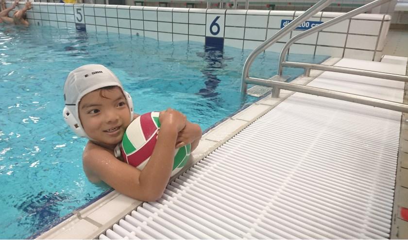 Al vanaf 6 jaar kun je terecht bij waterpolo of safarizwemmen bij zwemvereniging de Lansingh. Foto: Mariëlle van der Lee