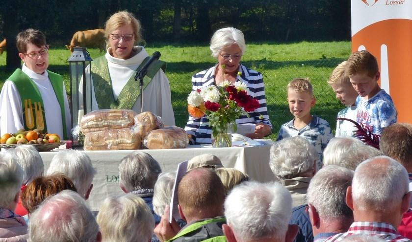 Op het erf van boer Rolink in De Lutte vindt binnenkort een oogstdankdienst plaats.