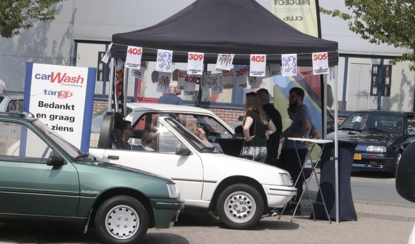Er was veel te zien op de franse autodag bij garagebedrijf Henk Visscher aan de Pascalweg