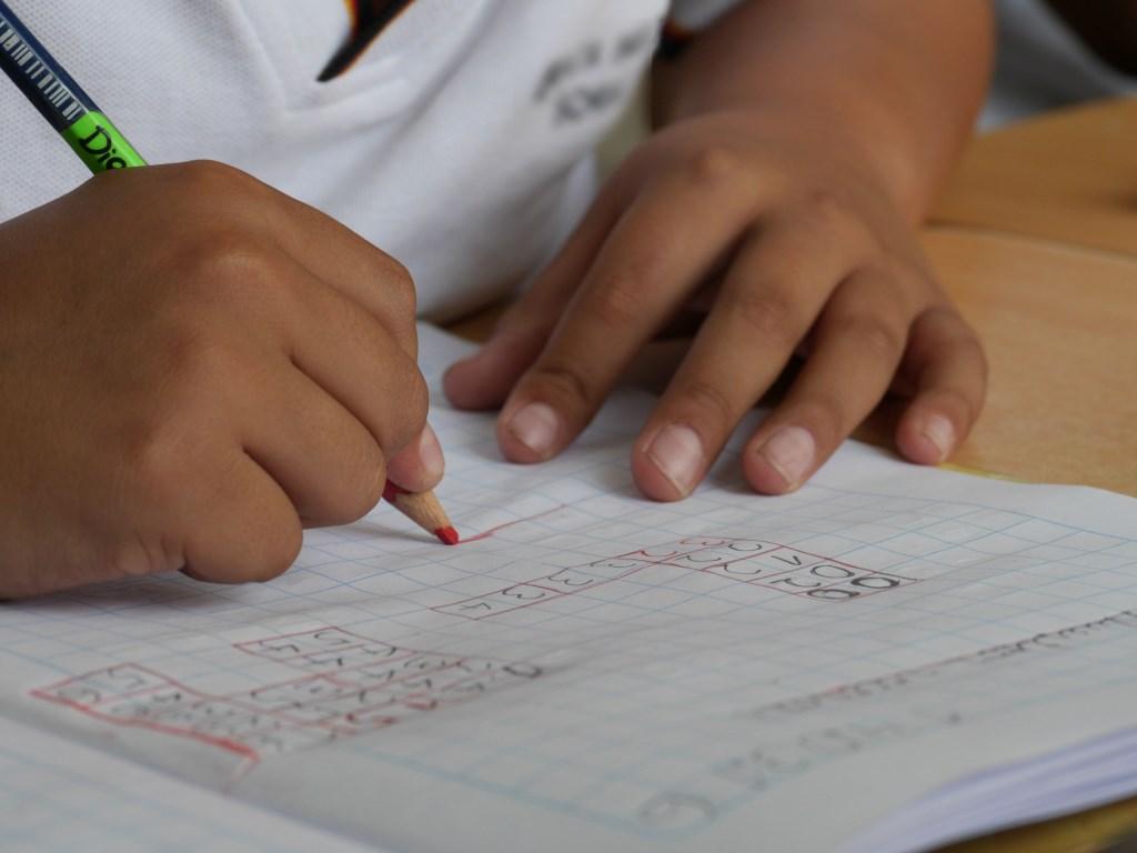 Binnenkort beginnen de scholen weer en gaan kinderen weer aan de slag met rekensommen.  Foto: Pexels / Pixabay © DPG Media