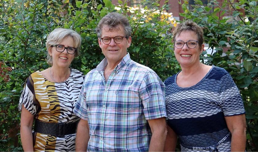 V.l.n.r. Joke van den Essenburg, Wout Karelse en Yvonne Emmelot van het in totaal 6-koppige bestuur van de Dorpsraad Maarsbergen.