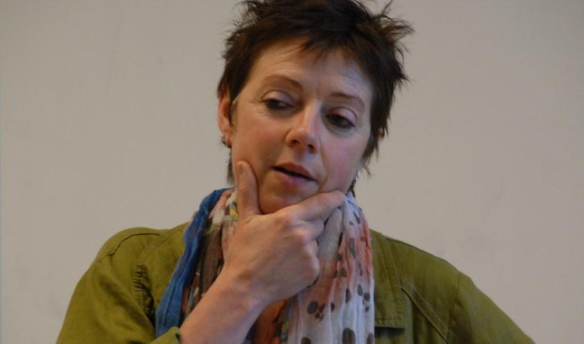 Mieke Aalderink is een van de drijvende krachten achter Vertelpodium Het Lopende Vuur
